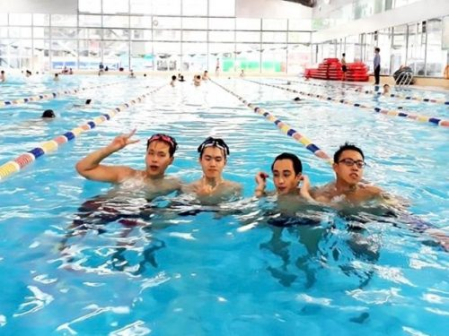 Sinh viên tham gia hoạt động bơi lội cần lưu ý điều gì?