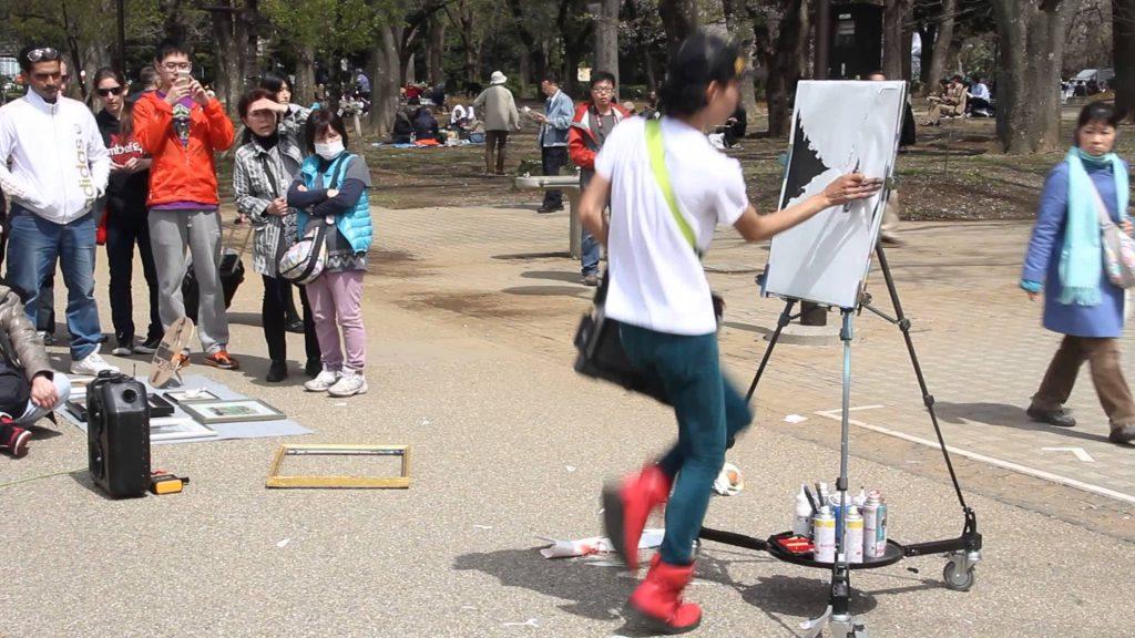 Nghệ thuật đường phố dưới sự thể hiện của các tài năng thu hút nhiều người xem