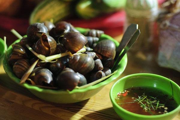 Ốc luộc: Món ngon Hà Nội ngày đông của sinh viên