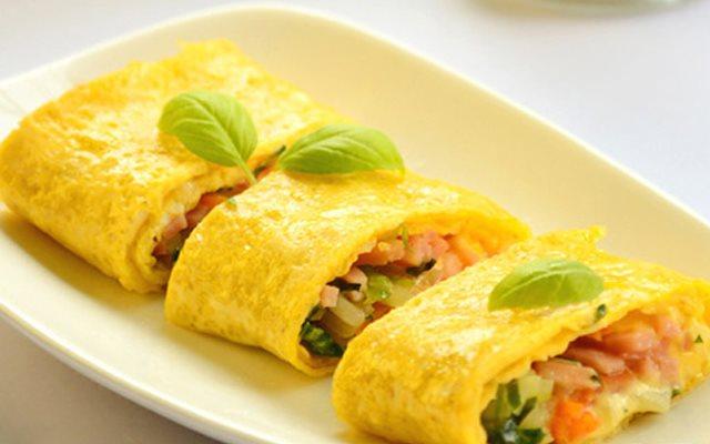 Món trứng cuộn rau củ bắt mắt