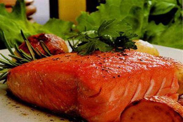 các món ăn từ cá hồi cho bé