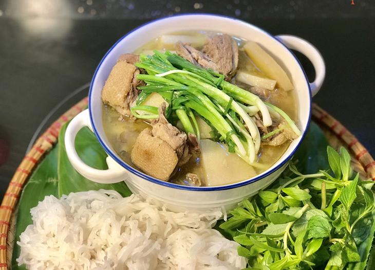 Ngan nấu măng một trong những món ăn truyền thống quen thuộc của người Việt