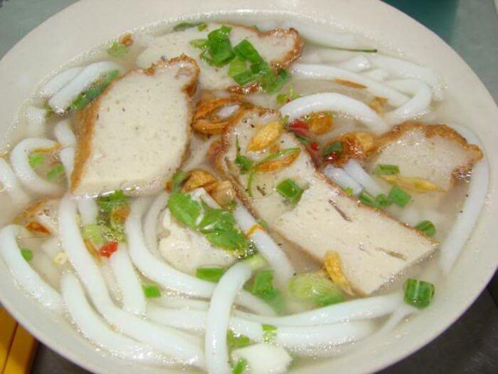 Bánh canh Nha Trang một trong các món ăn ngon ở Nha Trang mà bạn không thể bỏ qua